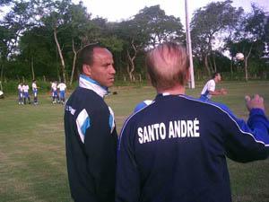 Sérgio Soares comanda treino junto com Valdir Joaquim de Moraes - Foto: Valter Bittencourt